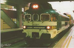 354008 remolcant una 269.4 i una composició Talgo III. Madrid Chamartin 1998 (pretsend (jpretel)) Tags: talgo diesel locomotora 354