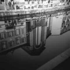 Milano (Valt3r Rav3ra - DEVOted!) Tags: holga holgacfn lomo lomography milano medioformato film ilford ilfordfp4 mediumformat 120 6x6 analogico analogica analog analogue streetphotography street naviglio bw biancoenero blackandwhite valt3r valterravera visioniurbane urbanvisions reflections