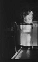 P56-2017-012 (lianefinch) Tags: blackandwhite blackwhite noirblanc noiretblanc bw nb argentique argentic analogique monochrome contraste contrast chiaroscuro clair obscur intérieur indoor cuisine kitchen old school formica sun soleil light lumière ombre shadow
