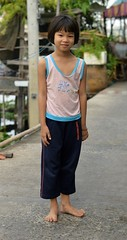 barefoot girl (the foreign photographer - ฝรั่งถ่) Tags: feb132016nikon barefoot girl child khlong lat phrao portraits bangkhen bangkok thailand nikon d3200