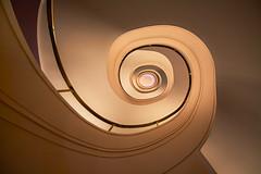 Golden eye (Janette Paltian) Tags: janettepaltian 650d canon 1018 weitwinkel wideangle spiralstairs stairs architecture architektur treppe wendeltreppe gold stairwell treppenhaus staircase spiral light licht berlin kempinski hotelbristol
