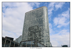 2018.04.01 La Défense 36 (garyroustan) Tags: paris france french iledefrance ile island building architecture ville ciudad city life defense
