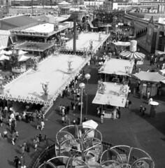 World's Fair Gayway, 1962 (Seattle Municipal Archives) Tags: seattlemunicipalarchives seattle seattlecenter worldsfairs century21 fairs amusements rides 1960s