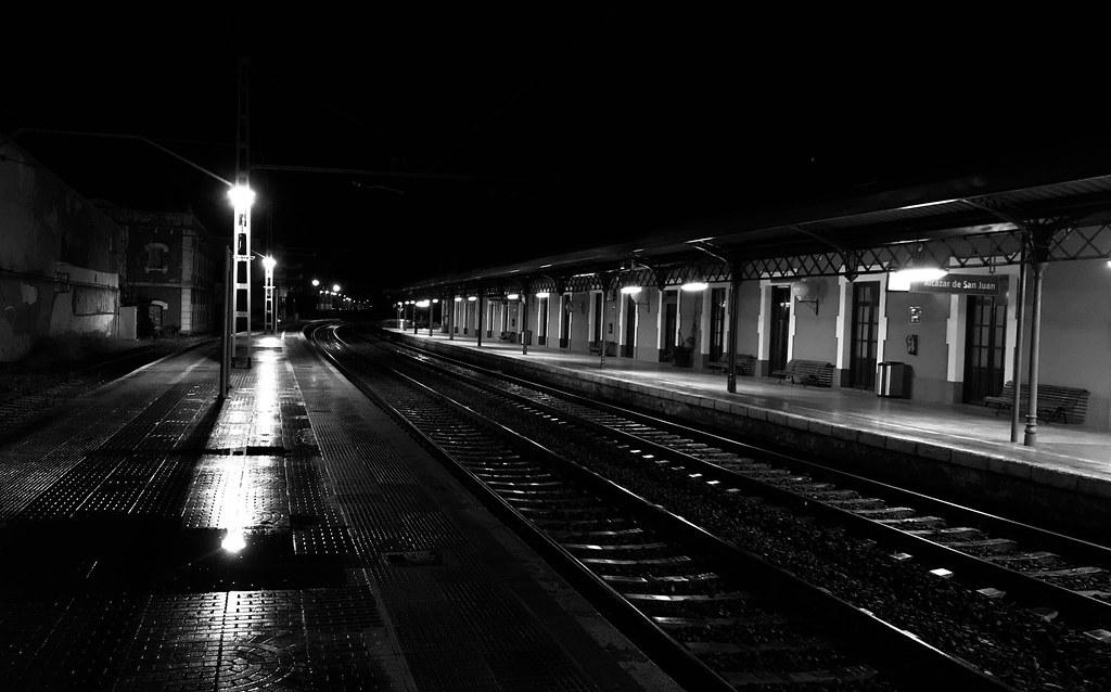 Resultado de imagen para estacion de tren noche