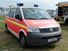 VW Transporter T5 - Feuerwehr Düsseldorf (TIMRAAB227) Tags: vw transporter t5 volkswagen volkswagennutzfahrzeuge 2004 kombi feuerwehr feuerwehrdüsseldorf mtf mannschaftstransportfahrzeug firebrigade emergencyvehicle einsatzfahrzeug nrwtag2016 düsseldorf