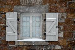 Fenêtre sur l'hiver /A view on winter (Joanne Levesque) Tags: muséestewart ilestehélène fenêtre window architecture winter hiver snow neige montreal