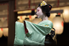 attracted (byzanceblue) Tags: 八坂神社 宮川町 京都 gion maiko japan kyoto japanese dance woman girl female cute lovely beautiful beauty 舞妓 舞踊 geisha kimono traditional miyagawacho geiko kanzashi formal 祇園 black 花街 white color colour flower nikkor background people photo d850 portrait professional lady lovery 芸妓 着物 bokeh 節分 red traditonal
