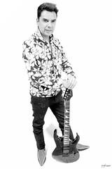 IMG_9016 (Irving Sosa) Tags: guitarra señor amigo mexicano leo artista cantante singer mexican people lord monocromo blanco negro monochrome guitar