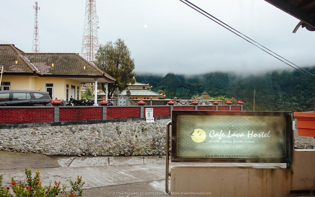 Cafe Lava Hostel- chỗ ở tốt nhất ở Cemoro Lawang nhưng nhanh cháy phòng nhất
