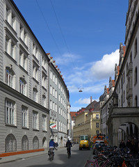 Gentle curve (jrw080578) Tags: road buildings germany deutschland munich münchen bavaria bayern