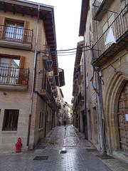 Calle Rua Kalea desde Plaza San Martin Estella Navarra (Rafael Gomez - http://micamara.es) Tags: calle rua kalea desde plaza san martin estella navarra