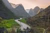 _29A1191.0218.Pải Lủng.Mèo Vạc.Hà Giang. (hoanglongphoto) Tags: asia asian vietnam northvietnam northeastvietnam landscape scenery vietnamlandscape vietnamscenery vietnamscene hagianglandscape mountain landscapemountainous rockmountain road hdr sky flanksmountain sunset topmountain landscapemountainousinvietnam canon canoneos5dsr canonef2470mmf28liiusm đôngbắc hàgiang mèovạc pảilủng phongcảnh phongcảnhhàgiang phongcảnhvùngcao núi sườnnúi đỉnhnúi conđường bầutrời hoànghôn núiđá hoacải dãynúi sierra