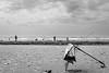 A por el mar... (Alicia Clerencia) Tags: beach playa mar sea nubes clouds winter invierno blackwhite paisaje landscape paraguas umbrella litter basura temporal storm