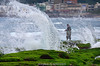 搏浪 (szintzhen) Tags: 浪 水 房屋 老梅 綠石槽 新北市 台灣 海 海藻 newtaipeicity taiwan sea seaweed wave house water fishing