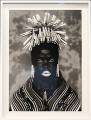 Portrait exhibited at the Zeitz MoCAA museum of Cape Town (Sokleine) Tags: musée museum industrialheritage mocaa industry silo capetown lecap afriquedusud southafrica africa afrique volume espace décor portrait photograph africanwoman woman femme visage face black bw nb