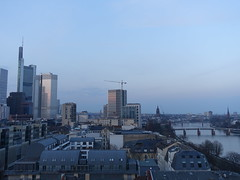 201803044 Frankfurt (Main) (taigatrommelchen) Tags: 20180312 germany frankfurt river main bridge sky dusk icon city building tower skyline
