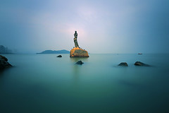 Zhuhai Fisher Girl 珠海漁女 (lfeng1014) Tags: theiconofzhuhai–thefishergirl theiconofzhuhai thefishergirl zhuhai guangdong china sculpture sea ocean canon5dmarkiii ef1635mmf28liiusm longexposure 35seconds calm peacefull tranquil leefilters landscape landmark cityscape lifeng