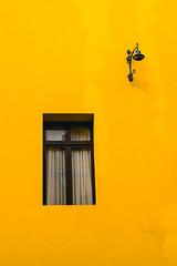 Gross Negative Space (Art DiNo) Tags: lima perú espacionegativobruto espacionegativo minimalism minimalismo minimalismopoético companionship compañia ventana farol farola window lantern streetlight planodetalle angulocontrapicado sonysal50f14 sonyslta58 50mmƒ14 ƒ56 simetría symmetry verano summer damerodepizarro limacuadrada