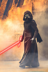 Kylo Ren (crashmattb) Tags: starwars disney wdw waltdisneyworld jedi hollywoodstudios canon70d travel orlando florida lightroomcc disneythemepark themepark canonefs55250f456isstm lakebuenavista travelphotography november 2017 kyloren