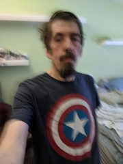 Captain American Shield Tshirt (earthdog) Tags: 2018 googlepixel pixel androidapp moblog cameraphone self selfie armslength earthdog tshirt marvelcomics captainamerica logo