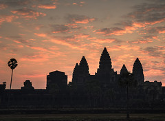 Pink sky at Angkor Wat (ORIONSM) Tags: angkorwat cambodia asia pink sky dawn daybreak morning temple towers clouds olympus omdem1 olympus14150mm