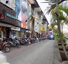 Indonesia-Bali Kuta Parking 20171130_165657 DSCN0156 (CanadaGood) Tags: asia seasia asean indonesia bali kuta motorcycle parking building shopping tree canadagood 2017 thisdecade color colour