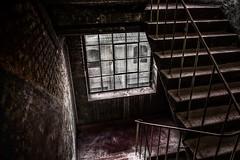 Im Treppenhaus... (hobbit68) Tags: treppen stufen windows fenster treppenhaus old alt