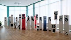 family time (ahwou) Tags: hifi audio loudspeakers roodwitblauw dutchaudio highend speakers luidsprekers madeinholland xanadu keramiek spuitwerk digitalsoundprocessing dsp