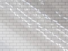 staggered (Cosimo Matteini) Tags: cosimomatteini ep5 olympus pen m43 mzuiko45mmf18 london underground underpass escalators tiles reflection lines staggered