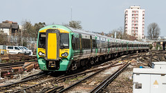 377705 (JOHN BRACE) Tags: 2013 built bombardier derby class 377 electrostar 377705 southern livery east croydon station