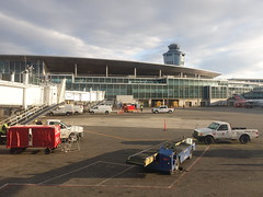 201804010 New York City Queens LaGuardia airport (taigatrommelchen) Tags: 20180415 usa ny newyork newyorkcity nyc queens airport building tower lga klga aal rpa explore