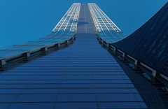 Marseille - Towards the sky (Hervé Marchand) Tags: 2017 marseille urbain architecture bottomup windows building immeuble lines curves