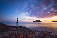 Penmon sunrise (Lukasz Lukomski) Tags: penmon lighthouse sunrise wales cymru walia unitedkingdom uk greatbritain lukaszlukomski landscape longexposure anglesey island coast morze