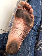 City soles (danragh) Tags: black dirty feet piedi scalzo citysoles