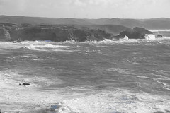 Portugal - Carrapateira (landeicgn) Tags: sw black white blanco negro schwarz weis sea meer mar waves olas wellen klippen cliffs