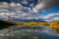 Bendita agua - Blessed water (Cembe Héctor) Tags: agua lago lake nice bello bonito paisaje pano nature naturaleza nubes clouds paysage españa spain landscape reflection reflejos