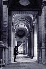 Musée du Louvre Paris et le saxophoniste : un amour caché ? (rkebbi.com) Tags: louvreparis musée museedulouvre pyramidedulouvre