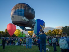 Canberra Balloon Spectacular 2018 - 5 - Parkes - ACT - Australia - 20180310 @ 07:15 (MomentsForZen) Tags: crowd red heart helmet airforce sky baskets oldparliamenthouse people balloonfestival balloonspectacular balloons color x1d hasselblad mfz momentsforzen parkes australiancapitalterritory australia au