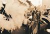 3041_27_I_Gefieder (Uwe Kielas) Tags: analog film ilfordhp5 lith lithprint omegalith moerschse5 fomatonemgclassic selentonung goldtonung nikonosv 2535mm karneval karnevalsumzug silbergelantine barytprint schwarzweiss