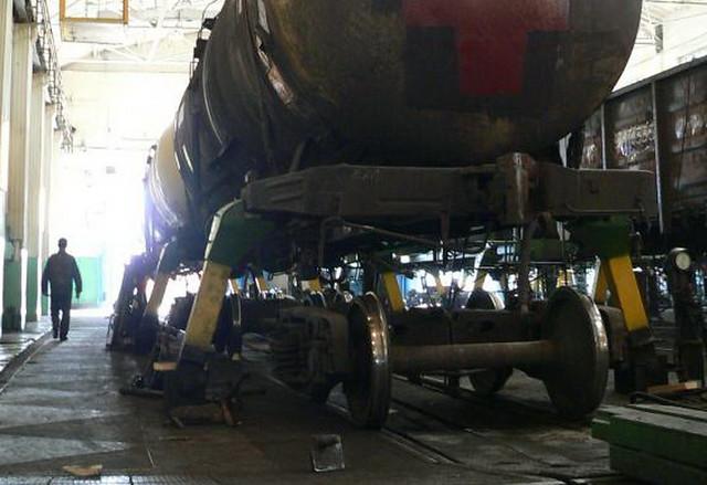 Два грузовых вагона сошли срельсов вСамарской области, погибли два железнодорожника
