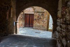 Vicoli ed archi (GR) (Stefano Innocenzi) Tags: toscana archi dettagli vicoli fotoatemalibero paesino luogo ameno