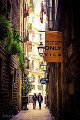 El Born, Barcelona, Spain (snphon754) Tags: walkway narrow walking pretty couple side alleyways alley street spain elborn barcelona