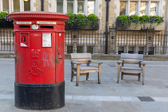 Red Royal Mailbox on a street of London (marcoverch) Tags: noperson keineperson architecture diearchitektur travel reise building gebäude street strase outdoors drausen house haus city stadt seat sitz urban städtisch garden garten bench bank wood holz furniture möbel old alt family familie flower blume town dorf vintage jahrgang tourism tourismus door mirror fishing reflections national sunshine longexposure sport england rocks redroyalmailbox london