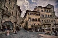 Arezzo - Toscana (Aránzazu Vel) Tags: arezzo toscana tuscany piazzagrande piazza plaza architecture architettura arquitectura italia italy urban pueblos ciudad citta cityscape