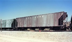 Southern Railway covered hopper at Cajon Summit in 1993 (Tangled Bank) Tags: train railroad railway rolling stock cars equipment freight old classic heritage vintage fallen flag sr cajon pass summit california
