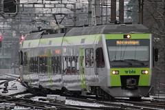 BLS Lötschbergbahn NINA RABe 525 011 - 3 mit Taufname Müntschemier im Refit - Look ( Hersteller Bombardier - Inbetriebnahme 2.0.0.2 - dreiteilig - Triebwagen Triebzug Zug ) am Bahnhof Bern im Kanton Bern der Schweiz (chrchr_75) Tags: albumbahnenderschweiz albumbahnenderschweiz20180106schweizer bahnen bahn eisenbahn train treno zug christoph hurni chrchr75 chrchr chriguhurni chriguhurnibluemailch märz 2018 schweiz suisse switzerland svizzera suissa swiss