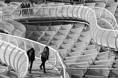 Estructuras (ralcains) Tags: sevilla seville siviglia andalousia andalucia andalusia andalucía spain españa blackwhite bw blancoynegro schwarzweis noiretblanc monochrome monocromo monochromatic monocromatico leica m6 leicam6 summicron 90mm rangefinder telemetrica ngc analogue analogica argentica argentique analog analógica architecture arquitectura calle fotografiadecalle street streetphotography química metropol parasol matropolparasol adox silvermax adoxsilvermax