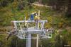 Asegurando el tercer cable guia a la torre en la Av. del Poeta. (Max Glaser) Tags: cablecar teleferico dron bolivia lapaz southamerica gondola ropeway urbantransport transportation