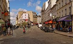Montmartre / Rue Lepic (Pantchoa) Tags: paris montmartre france rue ruelepic lepic maisons immeubles nuages pavés personnes gens 18è ville photoderue ruedemestre pantchoa pantxoa