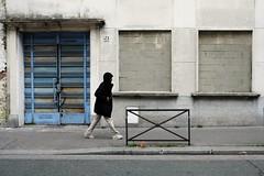 Closed ( serie walkers ) (Jean-Marc Vernier) Tags: walk streetview streetwalk streetphotography streetphotographer street urban city fujifilm fujixt20 abandonedplace